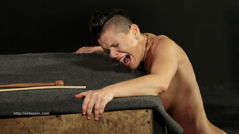 Folter der weiblichen Brust